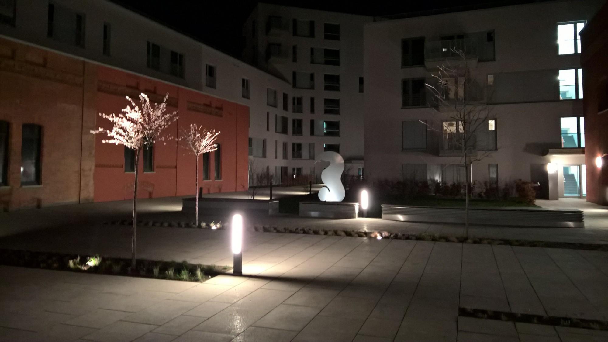 SAPRI-Skulptur im REALGRUND-Gebäudekomplex