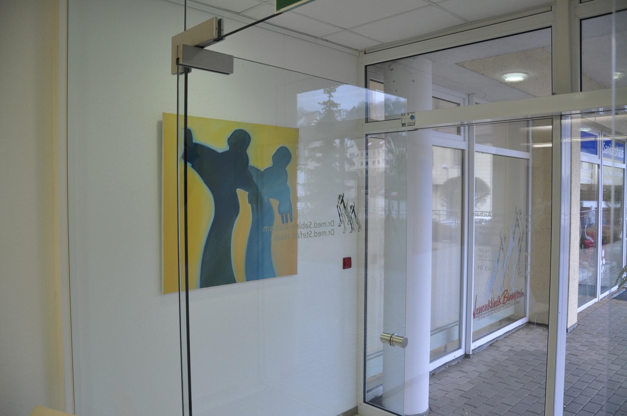 SAPRI-Bild im Eingangsbereich der Venenklinik Blaustein GmbH